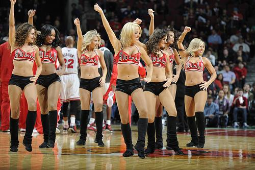 chicago-bulls-dance-team-the-luvabulls-L-VMEMkS