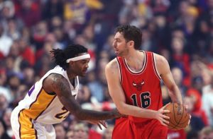 ed-davis-pau-gasol-nba-los-angeles-lakers-chicago-bulls-850x560